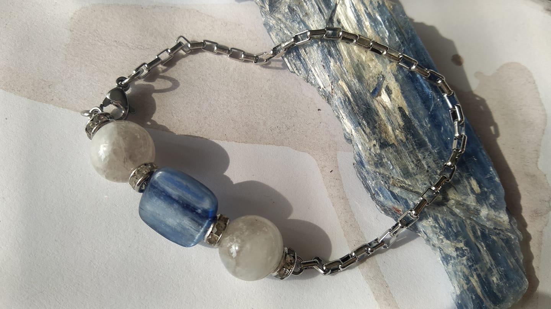 831. Стоманена гривна с кианит (плочка) и лунен камък (10мм)